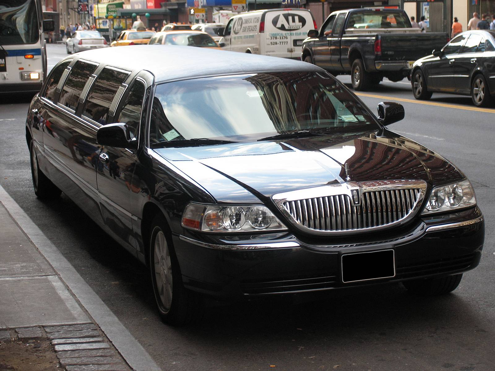 Lincoln-limo-black-NYC